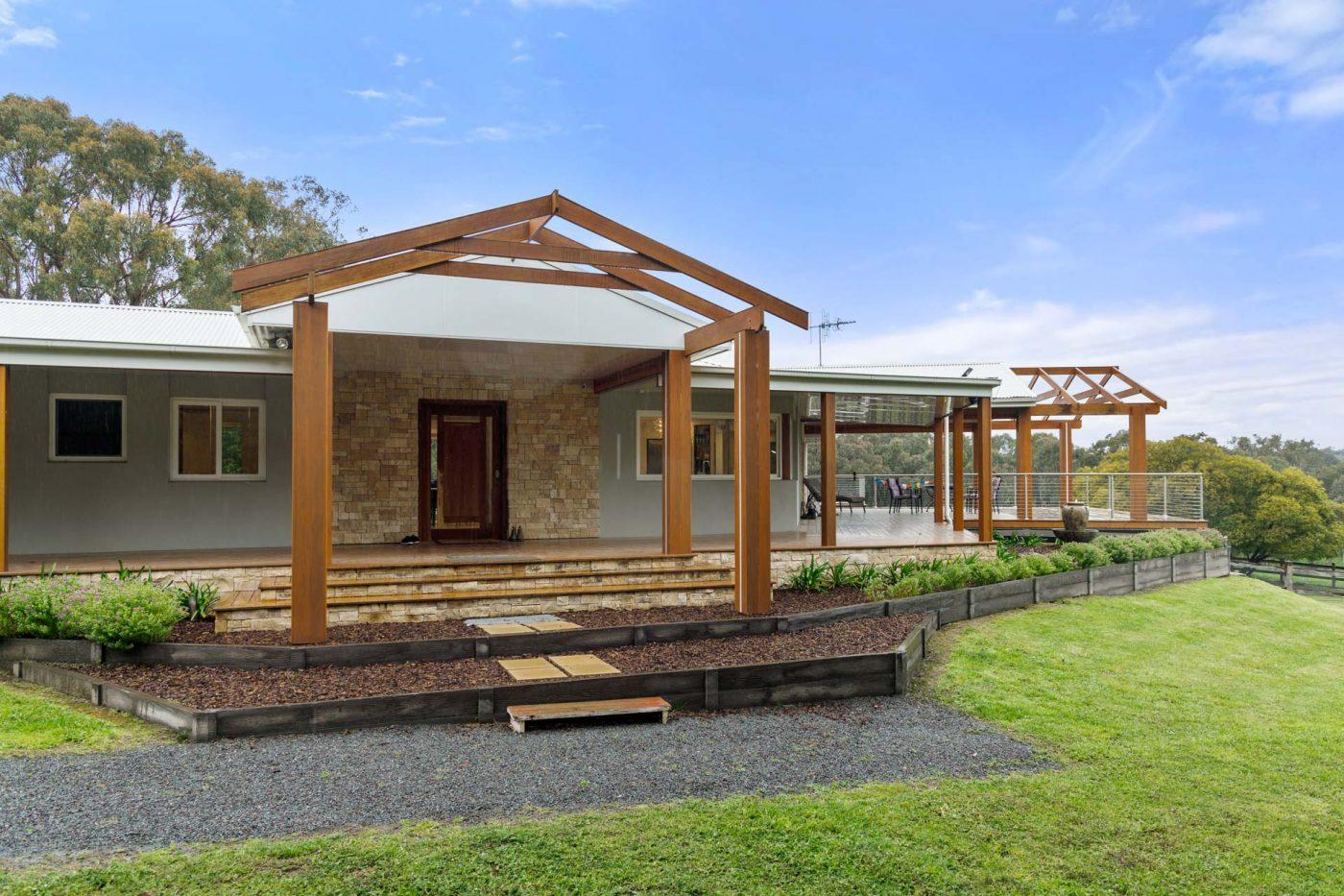 Brand New Canberra Home and Outdoor Deck